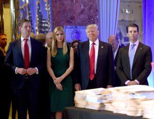 La nueva demanda colectiva por fraude contra Trump y sus hijos