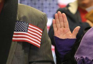 """Cónyuges de ciudadanos de EEUU en busca de su """"Green Card"""" están siendo afectados"""
