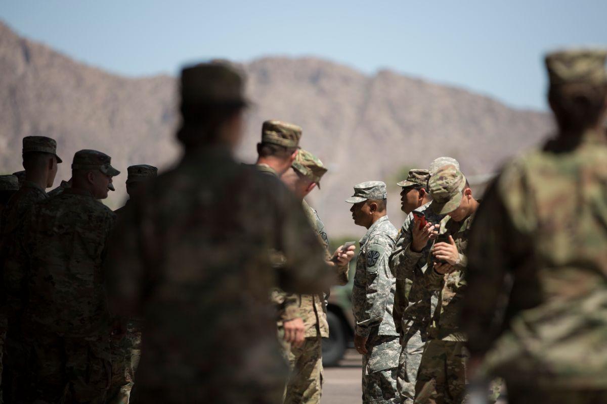 Trump enviaría 800 soldados más a la frontera con México para detener caravana migrante