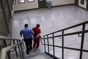 ¿Hasta cuando seguirán los abusos en contra de inmigrantes en cárcel de ICE en Adelanto?