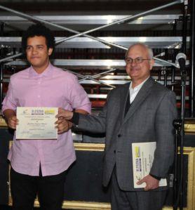 Estudiantes de la escuela de Medios y Comunicaciones ganan premios literarios