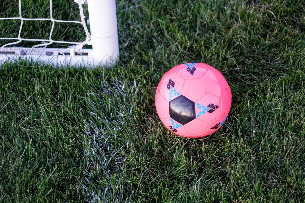 Técnico de equipo de fútbol llama a la Policía por gritos racistas contra hispanos