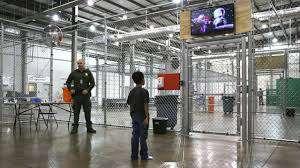 Activistas y abogados exigen pronta puesta en libertad de niños migrantes en albergues