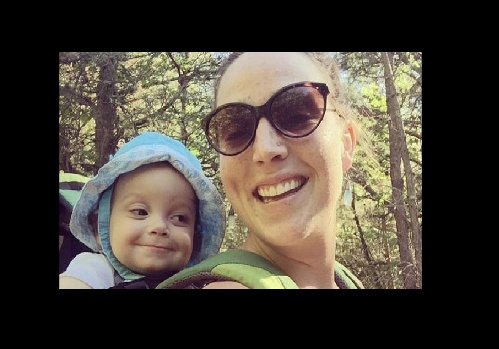 Madelyn Ellen Linsenmeir con su pequeño Ayden.