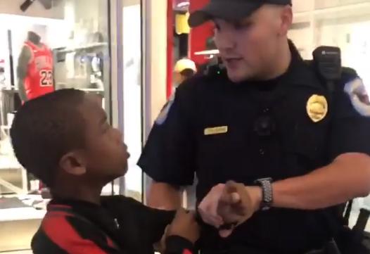 Video del arresto de un niño rapero afroamericano de 12 años se vuelve viral