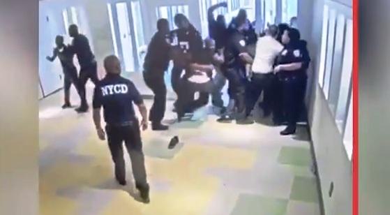 Divulgan video del motín que causó 20 heridos en penal juvenil en El Bronx