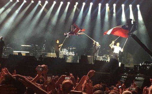 Bochorno: Paul McCartney ofende al confundir bandera de Chile con la de Texas en pleno show