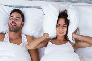 5 Consejos para dejar de molestar a tu pareja con tus ronquidos