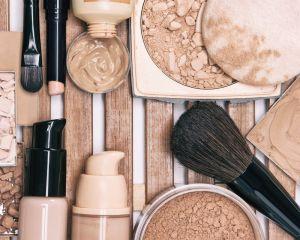 4 productos básicos de maquillaje natural para mujeres de 40 que quieren verse más jóvenes