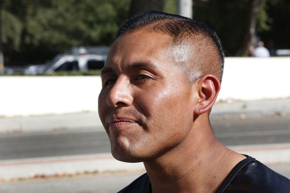 """""""Era como ver hojas caer"""", dice sobreviviente de masacre en California"""