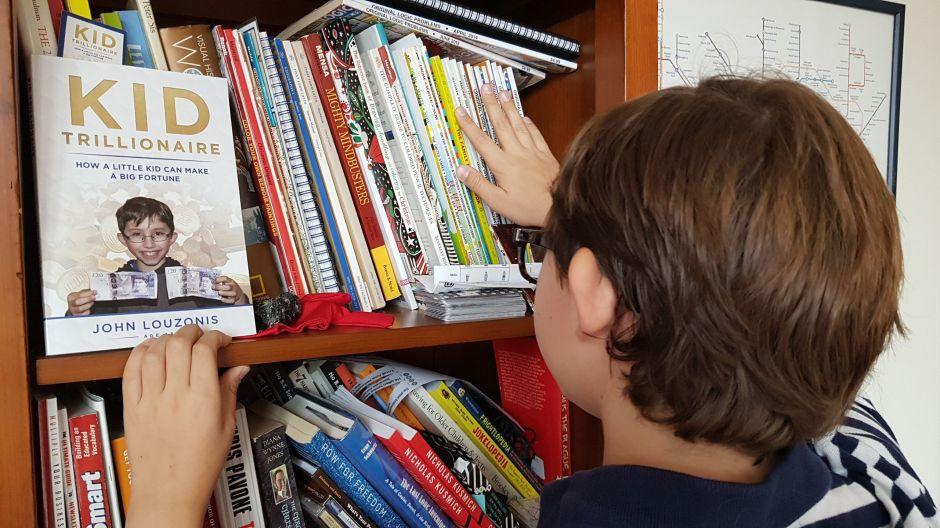 John Louzonis, el niño neoyorquino que escribió libro sobre cómo ser trillonario