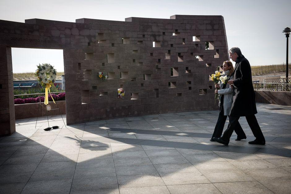 Rinden tributo a las víctimas de Vuelo 587 en Queens