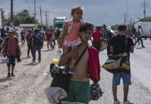 Gobierno de Veracruz ofrece ayuda para que migrantes lleguen a Ciudad de México