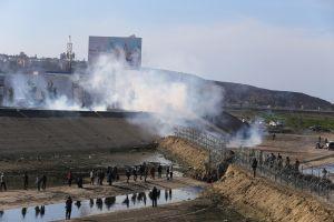 Administración Obama usó gases lacrimógenos en la frontera pero no contra madres y niños