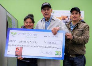 Gana $555,555 dólares con el primer billete de lotería que compra en su vida