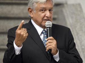 Exministro prevé fracaso del gobierno de López Obrador, su esposa responde