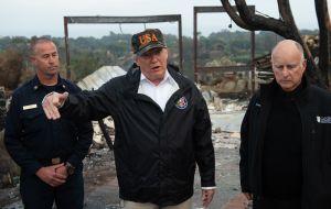 Trump da solución para evitar incendios forestales y el ridículo que causa es total