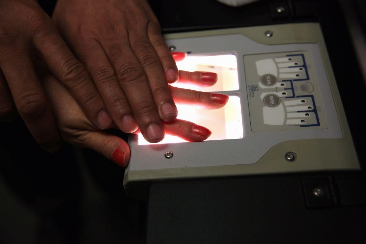 El proceso biométrico es uno de los esfuerzos de USCIS para evitar fraudes.