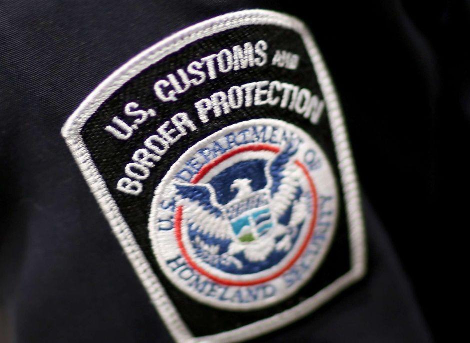 Agente fronterizo irá 12 años a la cárcel por tráfico de drogas. Su esposa también