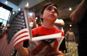 Estadounidenses apoyan que inmigrantes patrocinen a sus familias para vivir en EEUU