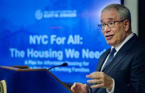 Contralor Stringer propone aumentar subsidio de alquiler para los veteranos en NYC
