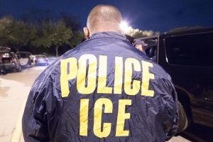 Exagente del ICE recibe un año de cárcel por ayudar a migrante a ingresar a EEUU