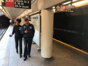 NYPD tras la pista de hombre que atacó a mujer inmigrante en Brooklyn