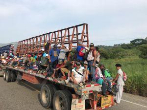 Atrapan a 234 inmigrantes de Ecuador y Centro América dentro de 4 camiones en México