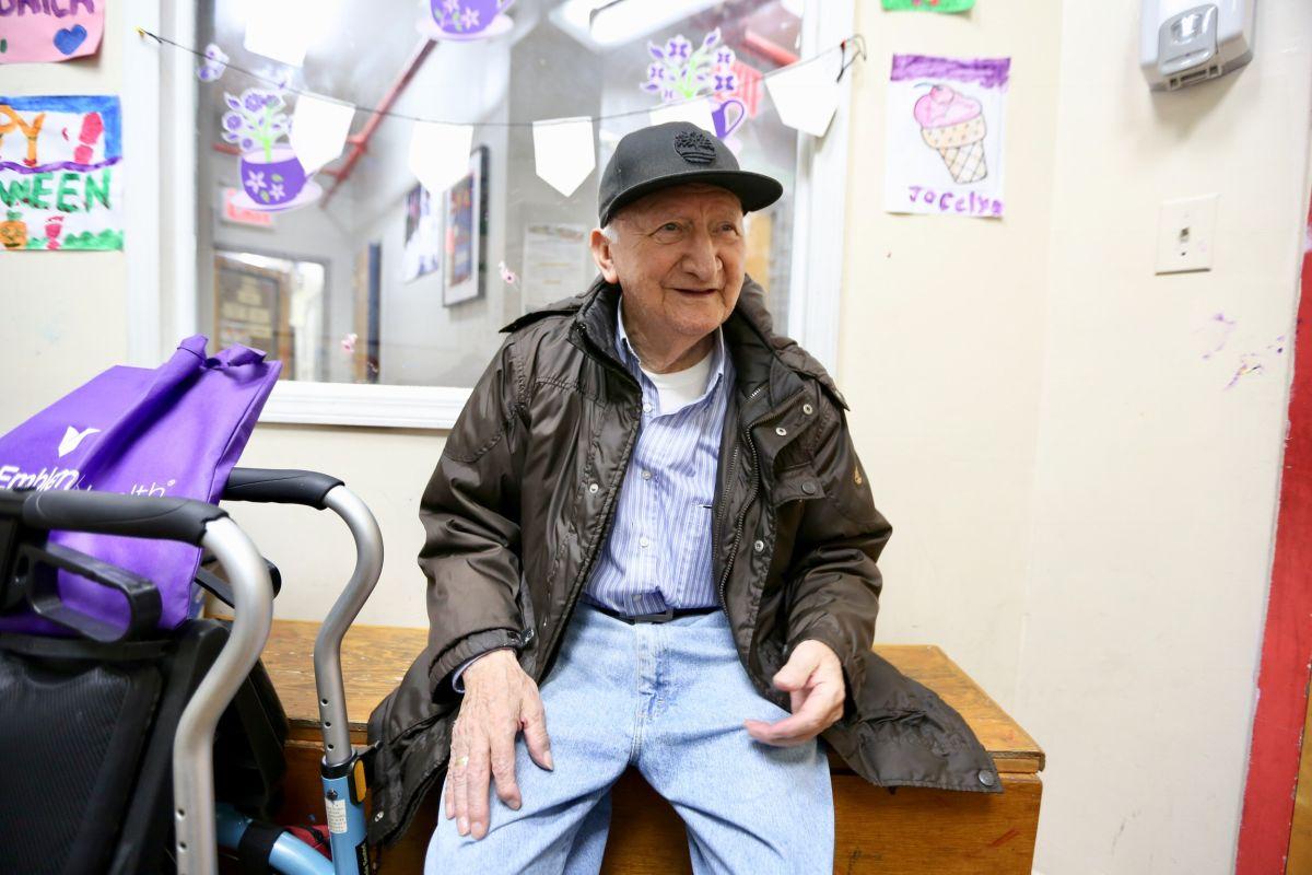 Adultos mayores urgen a los jóvenes que salgan a votar en Nueva York
