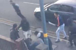 """Pandilleros atacan a machetazos a joven cerca de escuela como a Lesandro """"Junior"""" Guzmán en Nueva York"""