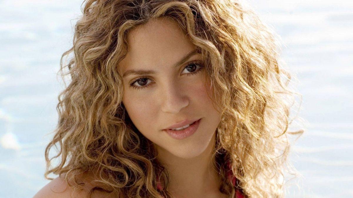 Shakira calentó Instagram al aparecer con tremendo bikini neón