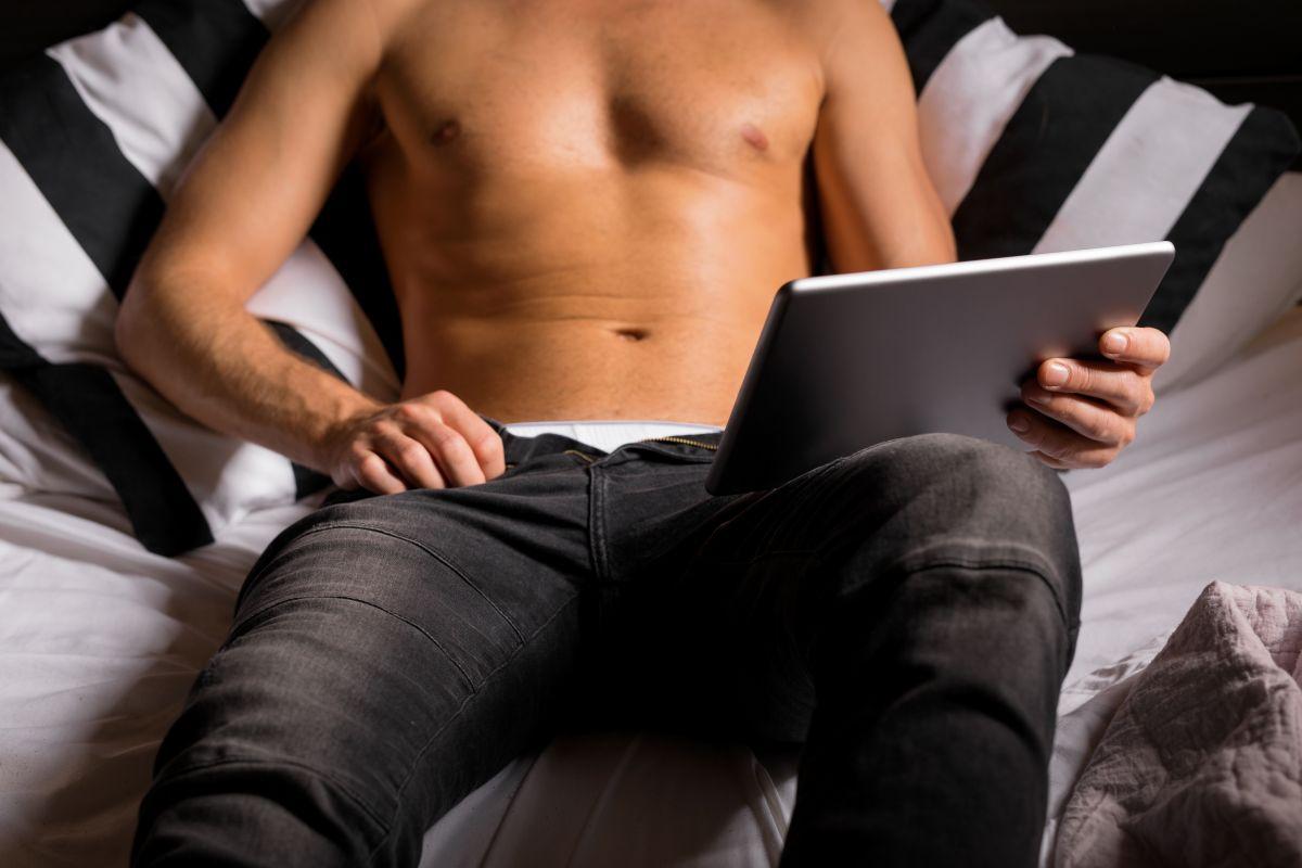 """En la pornografía no existe reciprocidad, ni """"encuentro"""" con el """"otro"""" y por ende, no hay lugar para la afectividad./Shutterstock"""