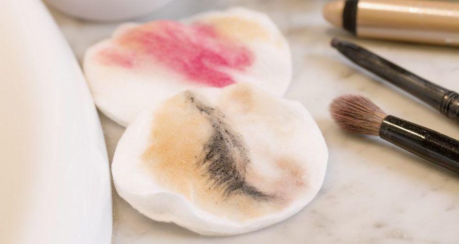 ¿Por qué es importante la rutina de limpieza de maquillaje y qué productos debes utilizar?
