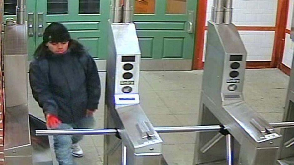 Hieren y roban a trabajadores con una navaja dentro del Metro