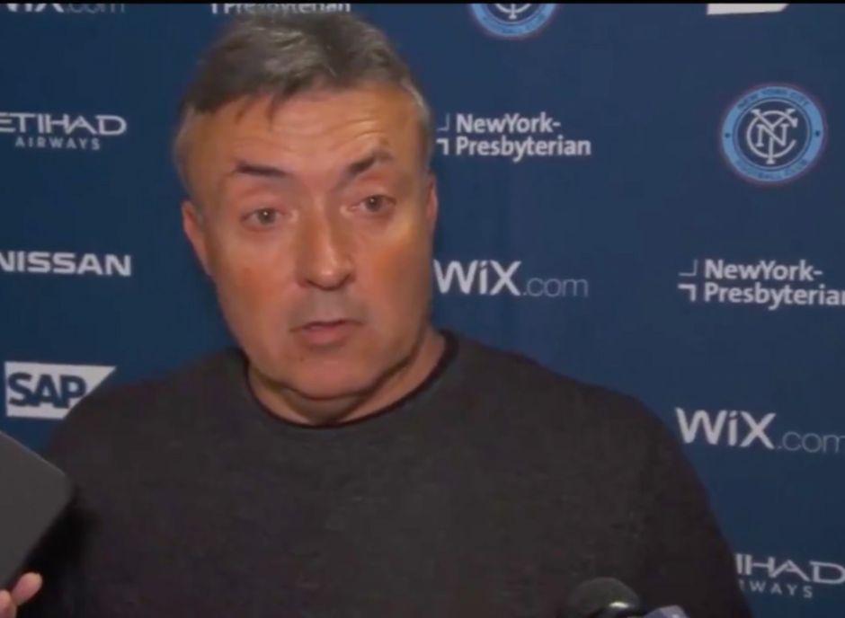"""""""Eres un puto desastre"""", técnico Domenec Torrent del NYCFC insulta a reportero"""
