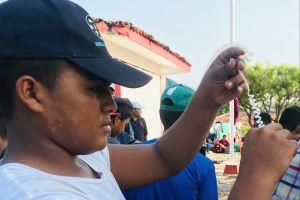 Hondureño viaja solo en la caravana para conocer a su madre en NY