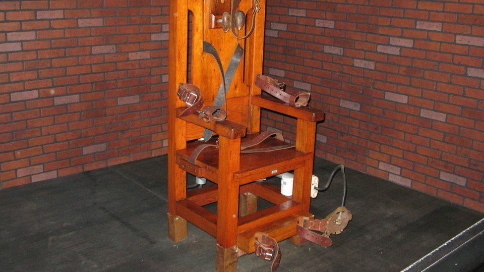 Por qué hay condenados a muerte en Estados Unidos que prefieren la silla eléctrica en lugar de la inyección letal