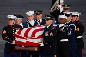El féretro de George H. W. Bush vuelve a Texas para un adiós familiar