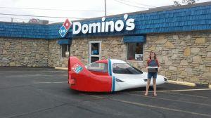El estrambótico auto futurista con que Domino's quiso revolucionar el delivery de pizza en los 80, en venta