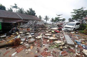 Fotos y videos de la devastación del tsunami en Indonesia, suman más de 200 muertos