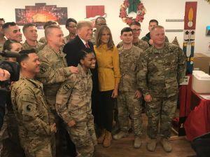 Trump y Melania hacen visita sorpresa a tropas en Irak