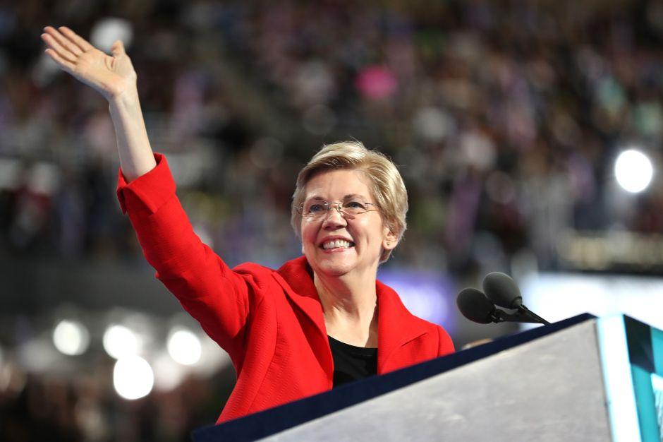 Elizabeth Warren, a la que Trump llamó 'Pocahontas', se lanza a carrera presidencial