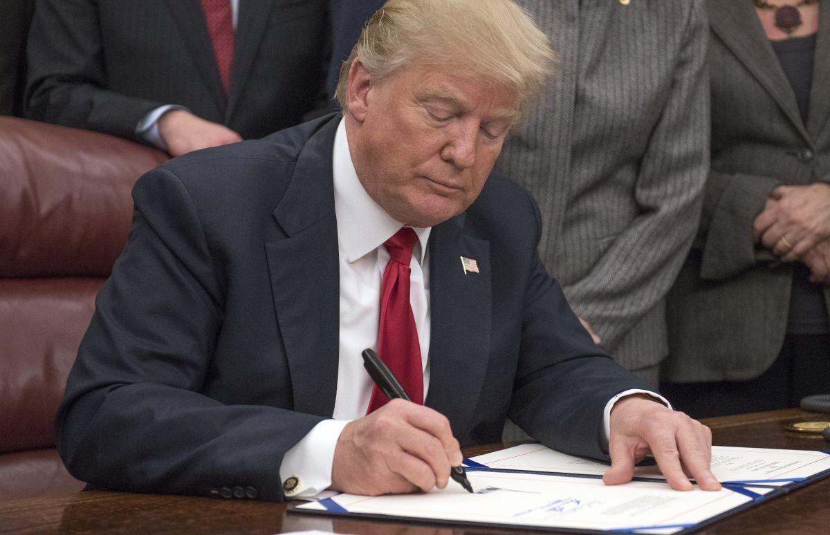 Trump firmará hoy declaración para imponer aranceles a México