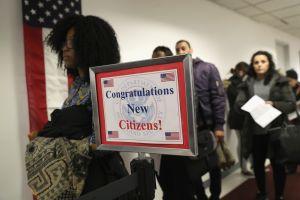 USCIS impulsa nueva regla para inmigrantes sobre hablar inglés