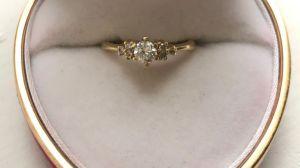 Desde hace 10 años se busca al dueño de anillo de oro dejado en un bus MTA