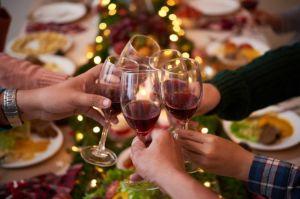 Cómo escapar de las personas que intentan obligarte a beber en las fiestas de fin de año