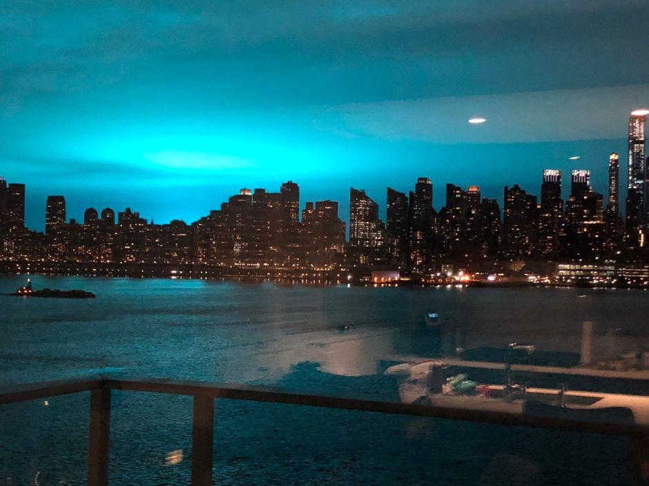 La razón eléctrica detrás del color que tiñó el cielo durante la explosión en Nueva York