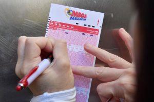 Un hombre de Tampa dedicará su millonario premio de lotería a ayudar a otros