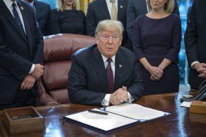 Tras fuertes escándalos Trump anuncia reemplazo de Jeff Sessions