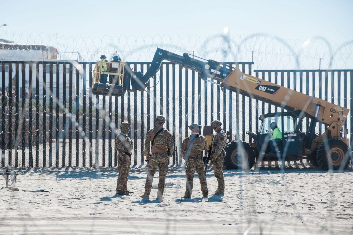 Trump amaga con ordenar al Ejército construir el muro si demócratas se oponen